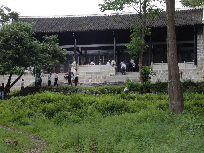 修复后的崧岿寺