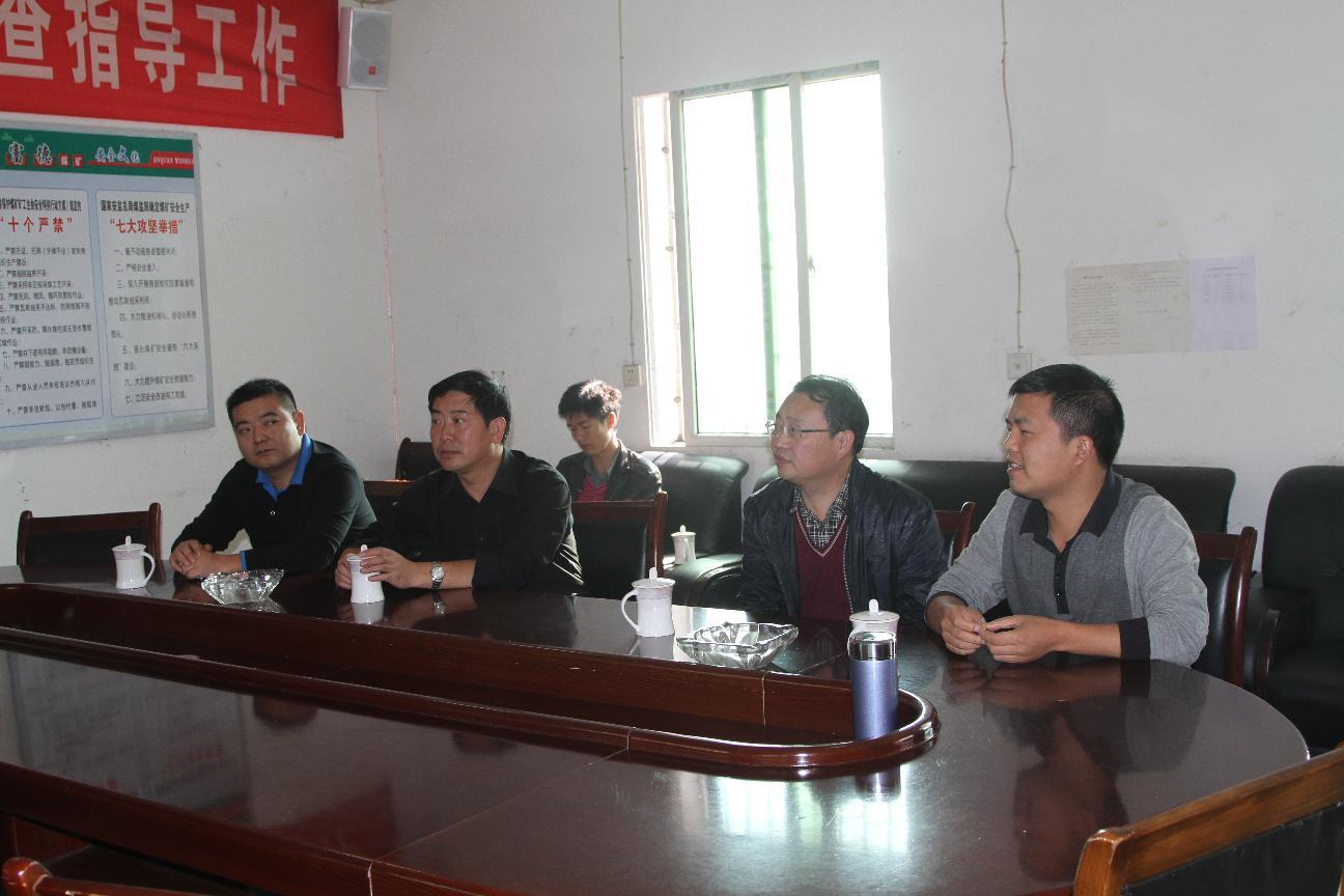 县政协主席葛传彦、秘书长杨恩惠等到大方县宏富德煤矿检查安全生产工作