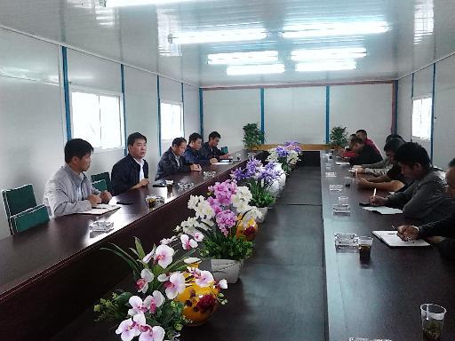 9月3日,县政协葛传彦主席到金门陶瓷园区召开项目工程调度会,督促园区加快工程建设进度。