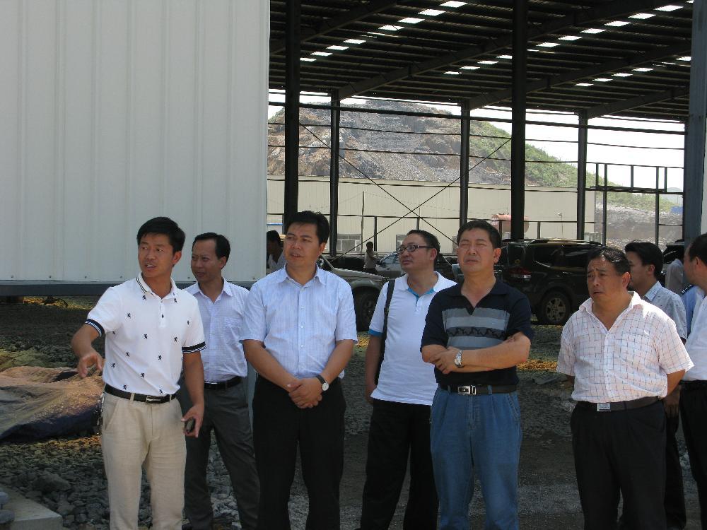 8月27日,政府县长顾掌权、政协主席葛传彦、政府常务副县长张东等领导视察金门陶瓷园区。