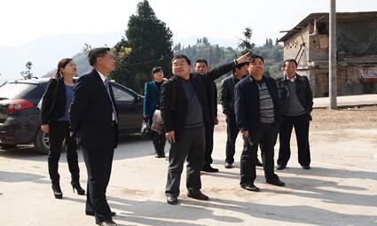县委常委、政法委书记李宗林到帮扶村调研