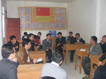 剑河县委统战部会同职能部门及非公经济人士入村办实事