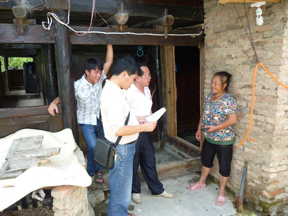 7月25日我校深入帮扶村开展全面建成小康调研