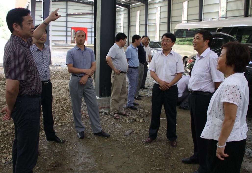 州政协副主席李正相一行到我县调研2013年上半年经济运行情况