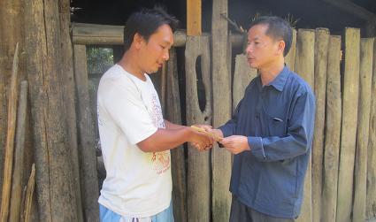 史志办姜大福主任在南开村慰问计生户