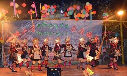 """剑河南哨小学歌颂""""中国梦""""庆祝""""六一""""节"""