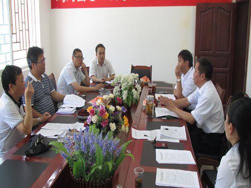 县总工会向省州总领导汇报工作,虚心听取上级领导的指导意见。