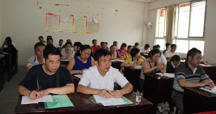 2013年组织委员培训:学员在认真学习3