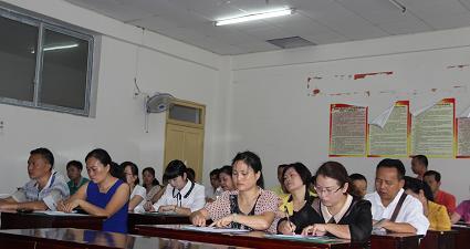 2013年组织委员培训:学员在认真学习1