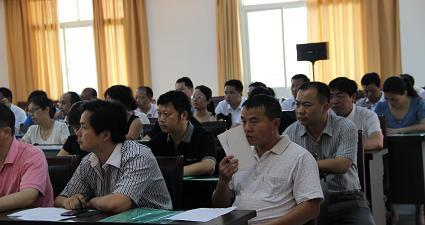 剑河县2013年党支部书记培训(学员在认真学习1)
