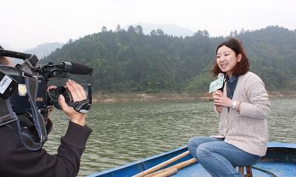 浙江卫视记者到库区采访