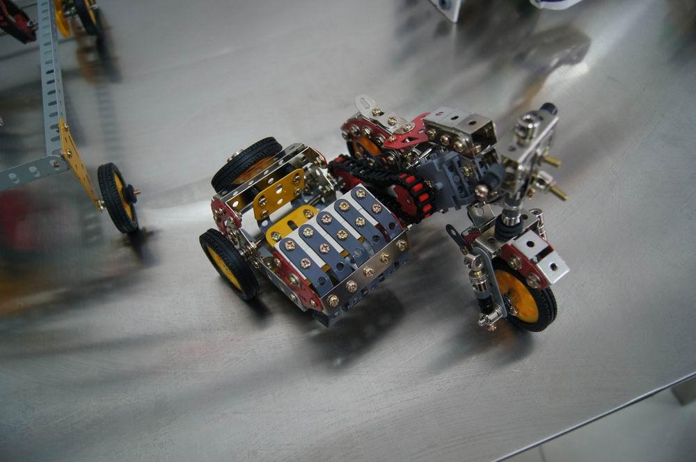 泺喜机器人 摩托车