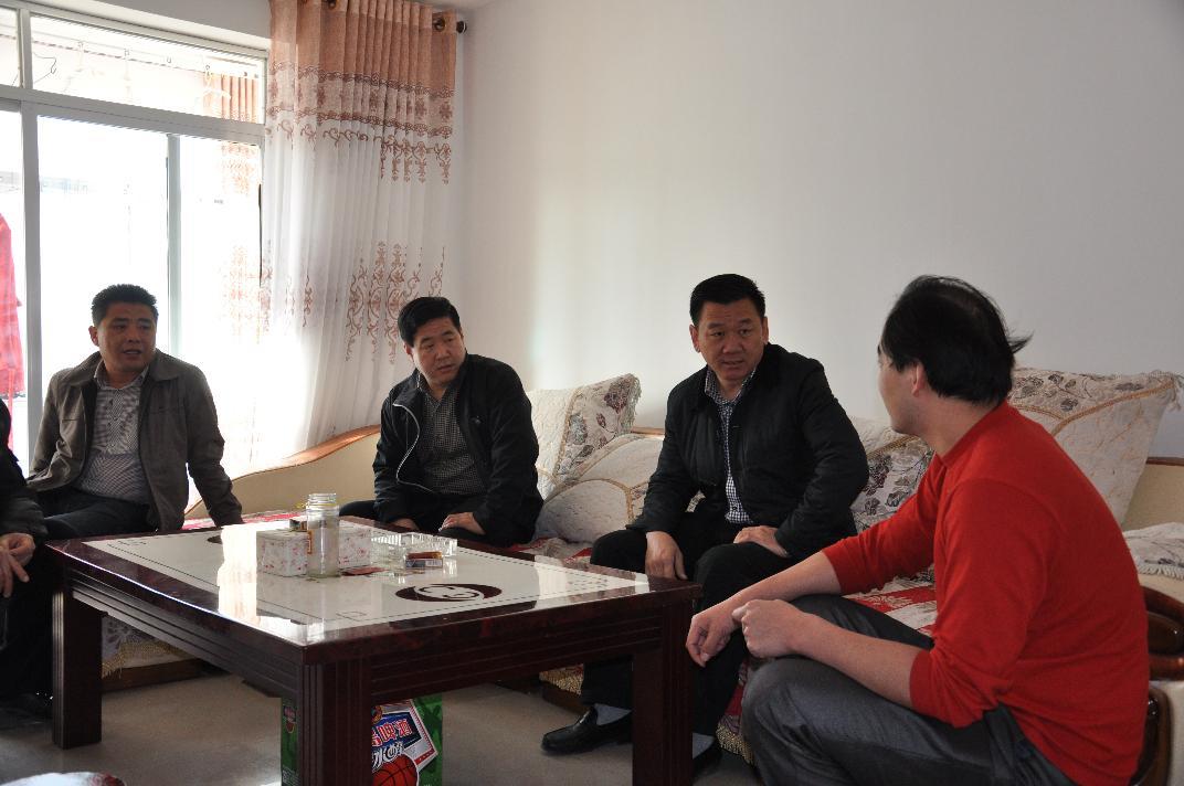 2014年3月9日陪同旗领导赴雅盐慰问职工