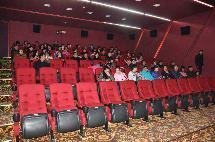 阿右旗总工会 阳光社区 组织社区居民观看3D电影