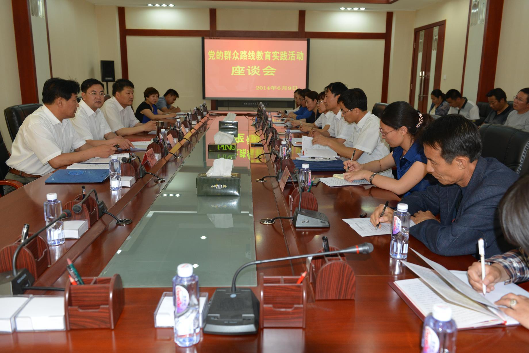 旗委书记杨海召开党的群众路线教育实践活动座谈会