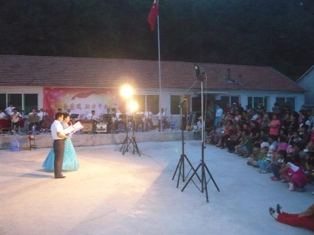 送文化下乡到教育实践活动联系点(五龙村)