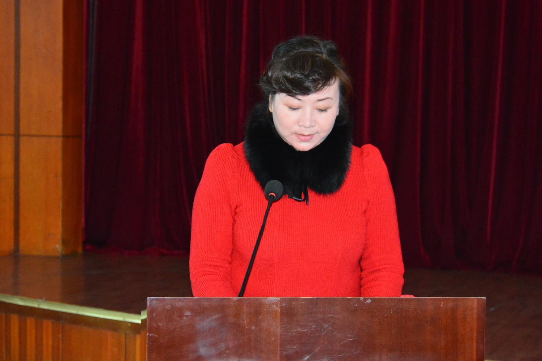 王哲宣读会员名单