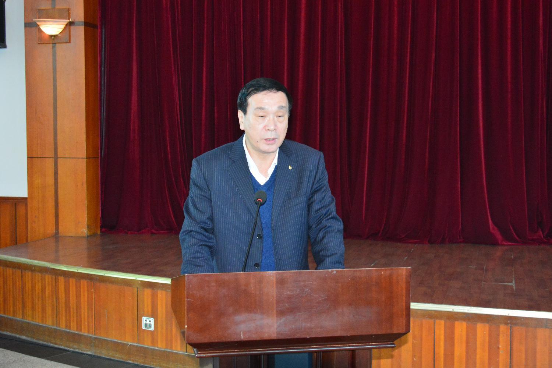 当选的理事长王朝军同志表态发言