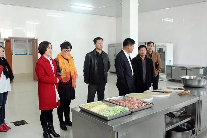 2015年11月3日省学校后勤管理中心检查组在扶余市三井子一中对示范性食堂工作进行检查验收