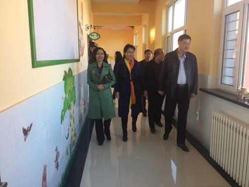2017年10月16日省学校后勤管理中心检查组对油田运输小学进行检查
