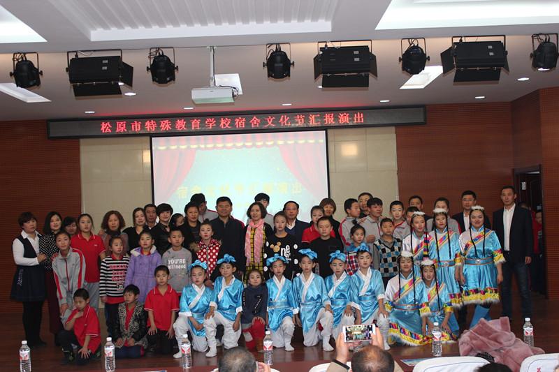 2016年11月24日市特殊教育学校举办宿舍文化节活动