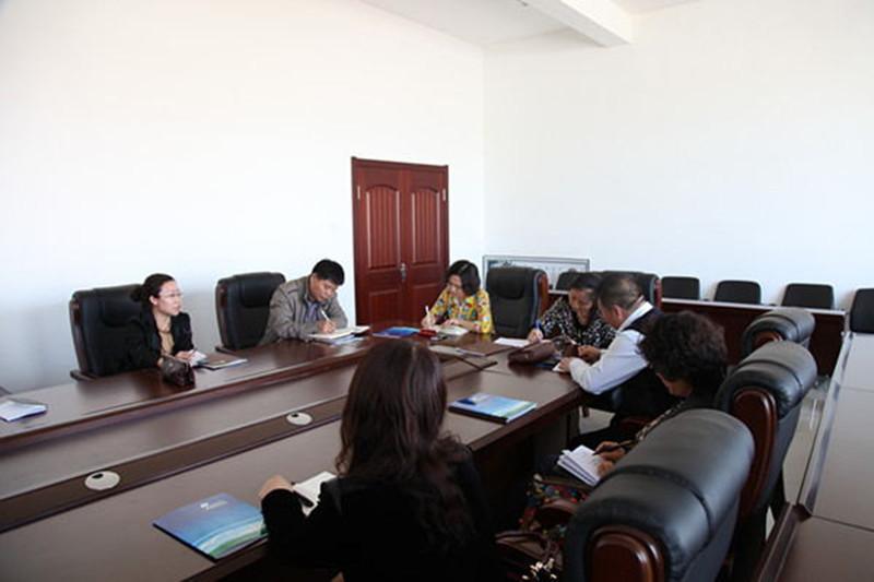 2014年4月16日松原市学校后勤管理中心召开加强学生装管理工作会议