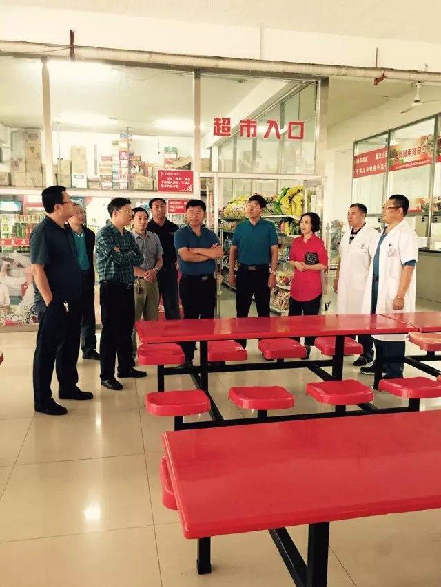 2015年8月28日在松原市实验高中食堂进行食品安全大检查
