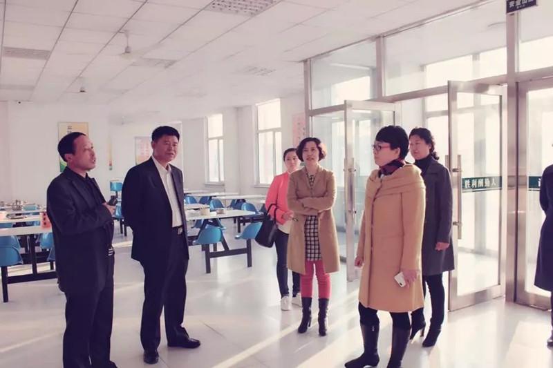 2015年11月2日省学校后勤管理中心检查组在松原市特殊教育学校对节约型示范校工作进行检查验收