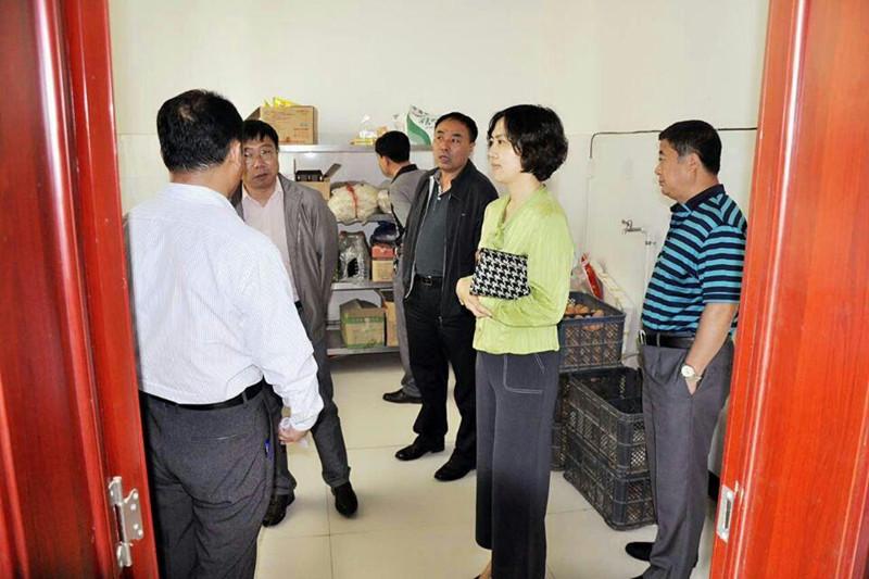 2015年5月26日在前郭县乌兰图嘎镇蒙古族中学学校后勤管理工作专项督导检查