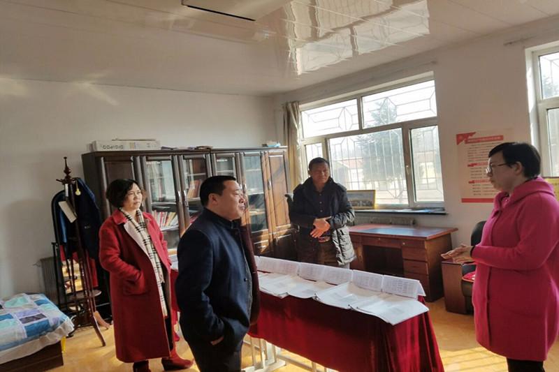2016年11月11日省学校后勤管理中心到长岭县进行火炉取暖情况调研