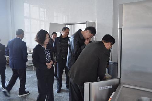 2017年10月17日省学校后勤管理中心检查组对长岭县第二中学进行检查