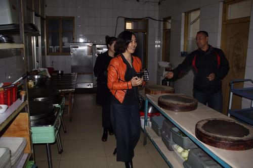 2017年10月10日对松原市第一高中食品安全工作进行检查