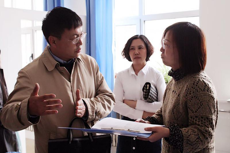 2017年4月5日省教育厅食品安全及传染病检查组对前郭哈萨尔路小学进行检查