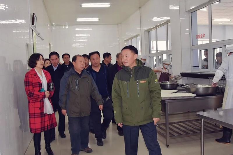 2016年3月18日省食品安全专项督导组在油区第十二中学检查工作