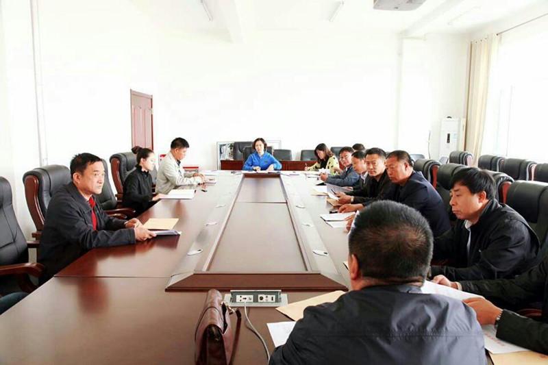 2015年5月8日松原市学校后勤管理中心召开加强学生装管理工作会议