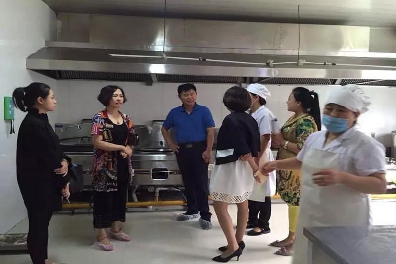 2015年8月27日在松原市第一幼儿园食堂进行食品安全大检查