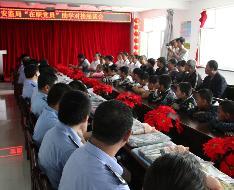 安监局在职党员进社区帮扶困难学生
