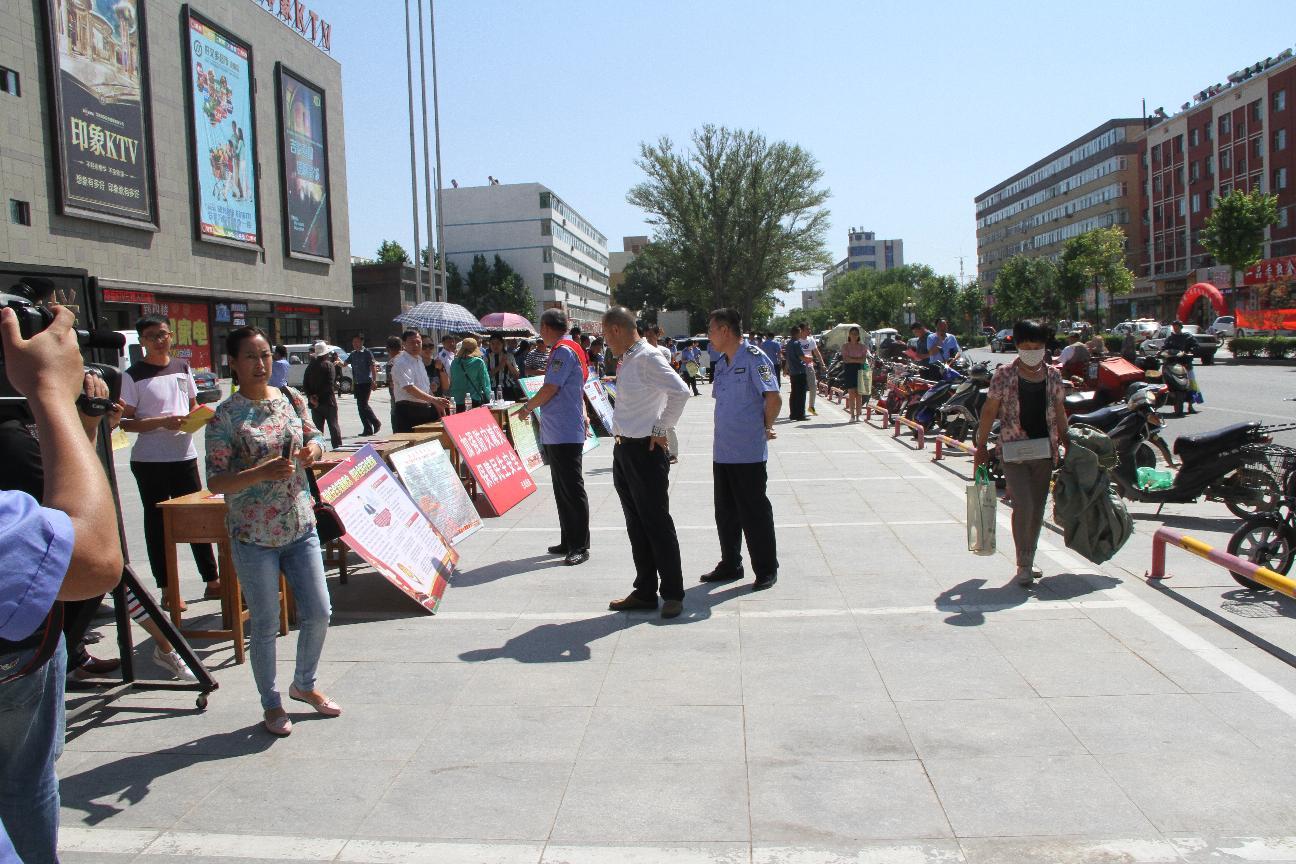 李市长参加安全生产月活动