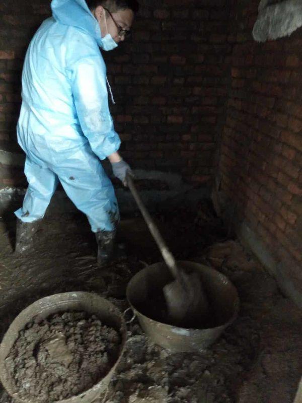 国土局干部参加灾后重建志愿者行动