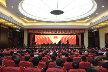 鹤岗市第十五届劳动模范集体和劳动模范表彰大会召开