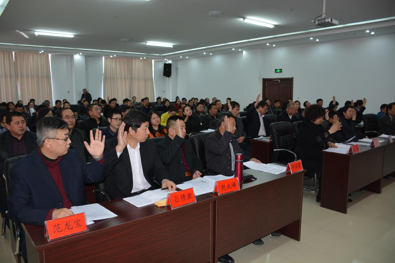 市总工会全委会议上委员举手表决