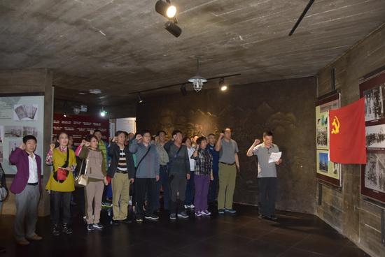 市总工会主席徐征和全体共产党员重温入党誓词