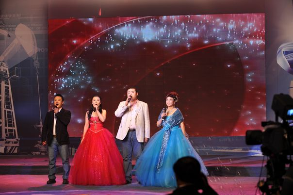 社员在九三学社建社65周年暨九三学社大庆市委成立20周年纪念活动中表演歌曲联唱