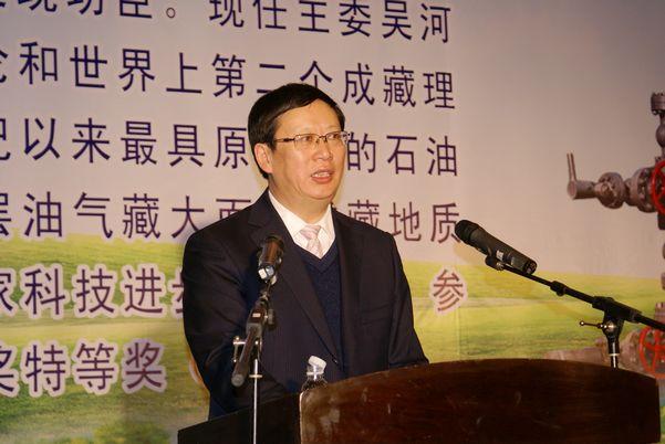 市政协副主席、社市委主委吴河勇在全市社务工作会上作工作报告