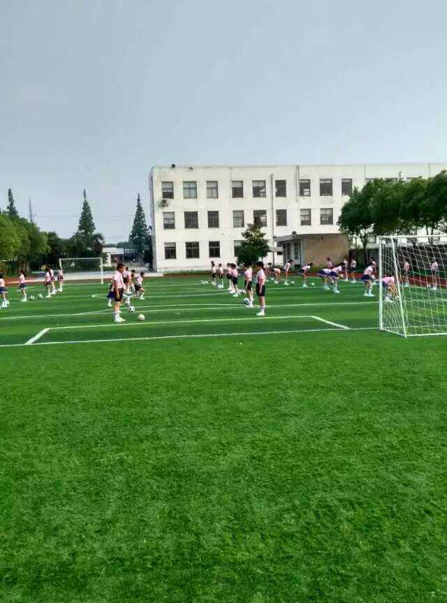百人足球技能表演