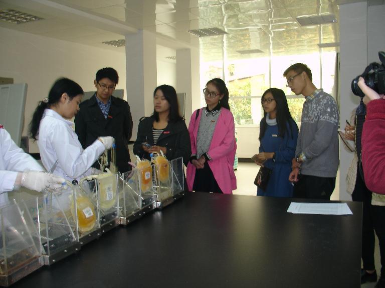 福建农林大南平校区部分辅导员、学生会骨干到南平市中心血站参观