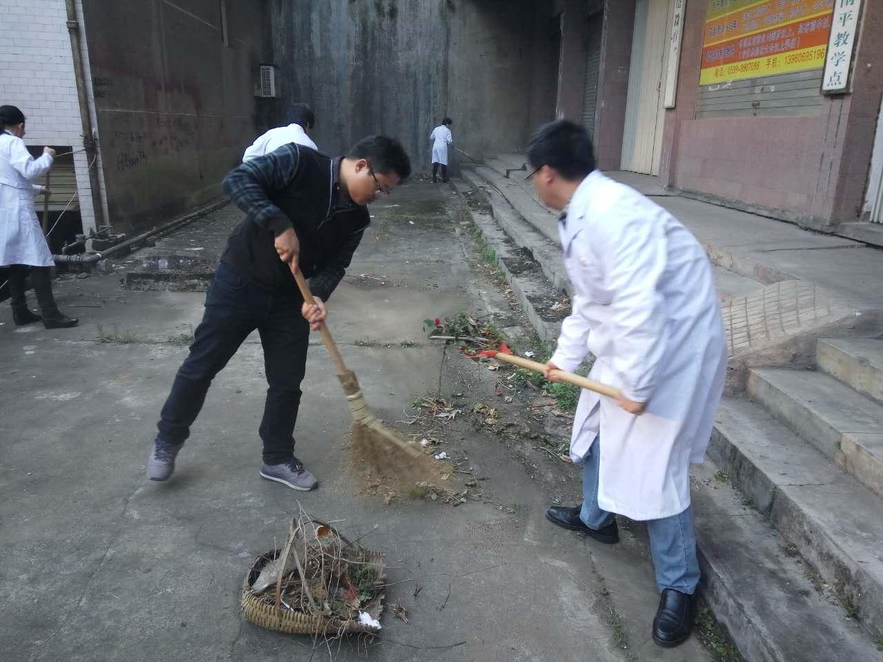 清理卫生死角  打扫生活垃圾