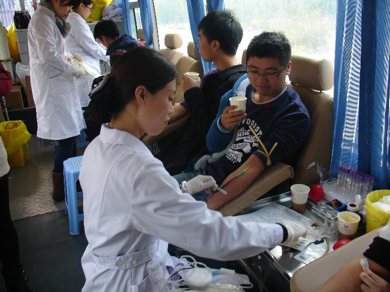 武夷学院再次开展无偿献血活动