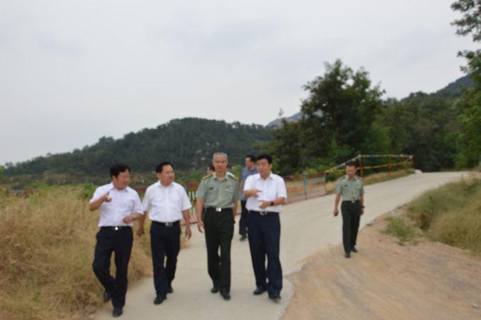 市委常委副市长王光华视察疏散场所