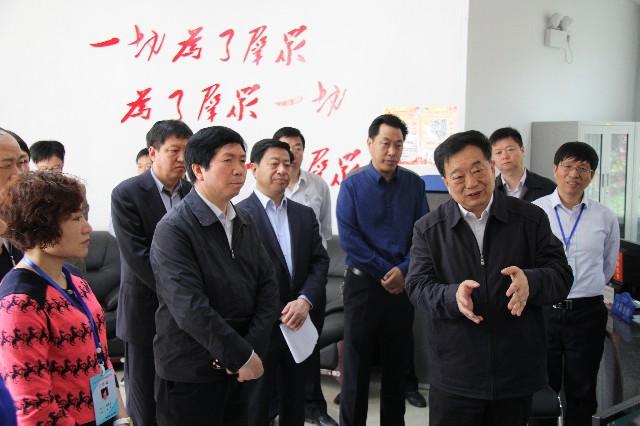 2016年4月22日河南省副省长、洛阳市市委书记李亚到纱厂西路社区指导视察工作